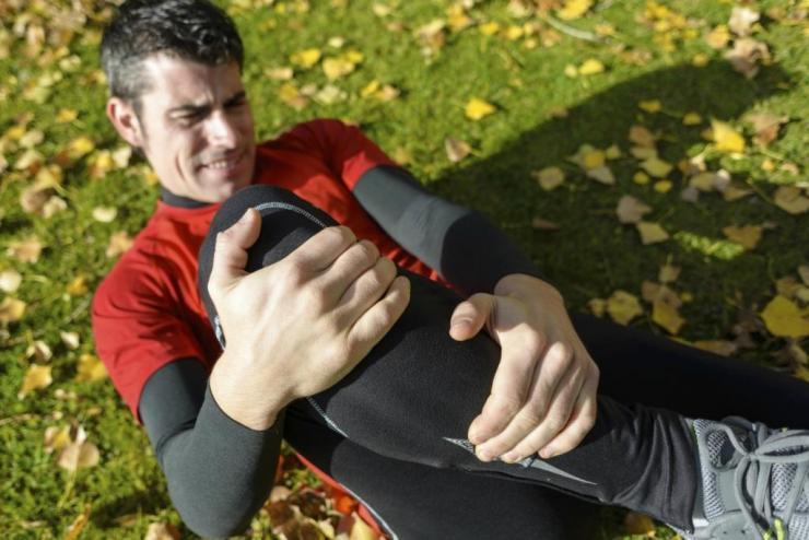 Внутрисуставной выпот коленного сустава