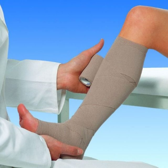 Почему течет лимфа из ног и что при этом делать?