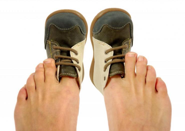Отек и покраснение ноги ниже колена причины