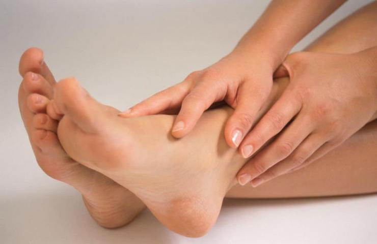 Лечение и профилактика потливости ног у детей