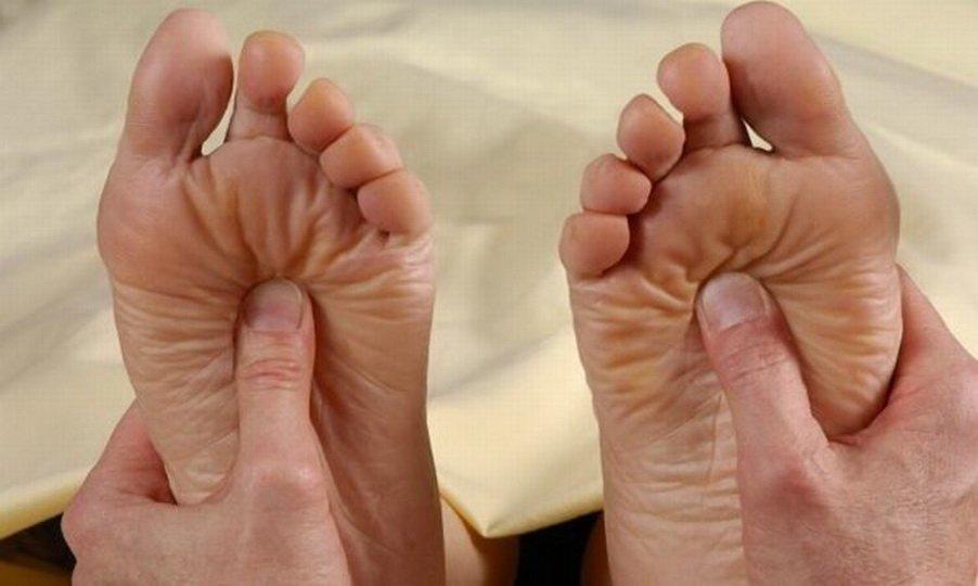 Причины боли в стопах ног после сна