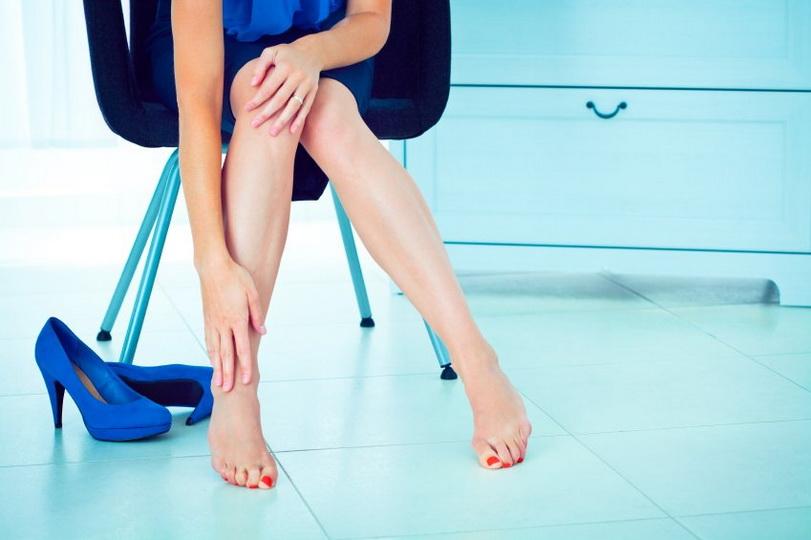 Причины ноющей боли и ломоты в ногах в положении лежа по вечерам