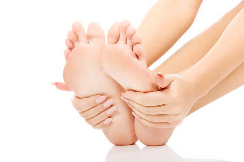 Почему горят ступни ног у женщин, пятки у пожилых людей по ночам и что делать при первых симптомах
