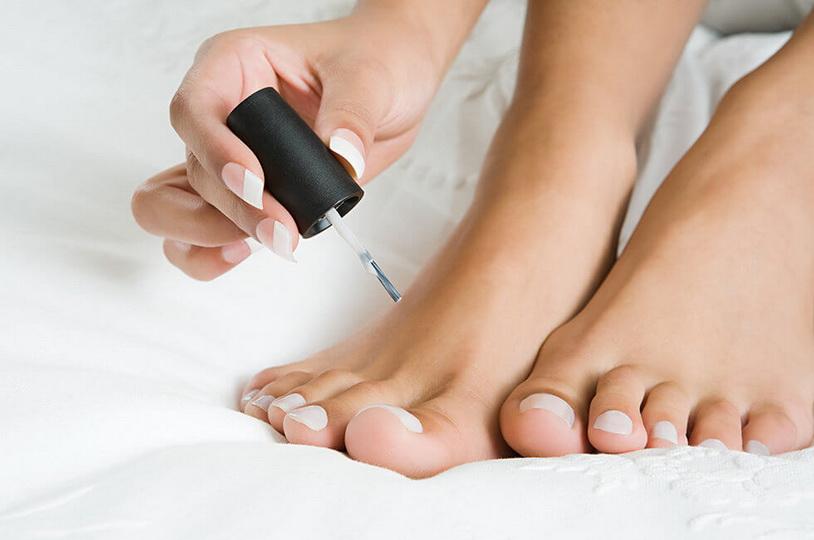 Обзор действенных лаков от грибка ногтей на ногах