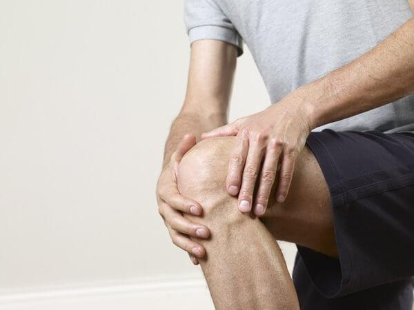 Почему болят ноги после долго сидения?