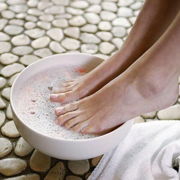 Солевые ванночки для ног при отеках и усталости