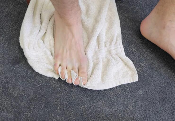 Упражнения для голеностопа с тканью